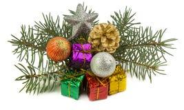 Cadeaux de Noël et jouets de Noël d'isolement sur le fond blanc Photographie stock libre de droits