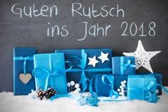 Cadeaux de Noël, neige, bonne année de moyens de Guten Rutsch 2018 Photographie stock libre de droits