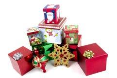 Cadeaux de Noël sur le fond blanc Photos stock