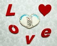 Cadeaux de Valentine Coeurs de pain d'épice avec Image stock