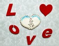 Cadeaux de Valentine Coeurs de pain d'épice avec Photographie stock libre de droits