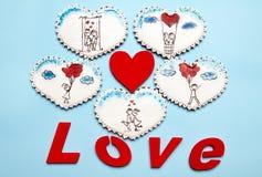 Cadeaux de Valentine Coeurs de pain d'épice avec Photos stock