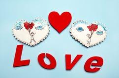 Cadeaux de Valentine Coeurs de pain d'épice avec Photographie stock