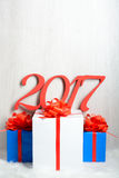 Cadeaux du numéro 2017 et du Noël Images stock