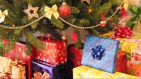 Cadeaux et arbre de Noël banque de vidéos