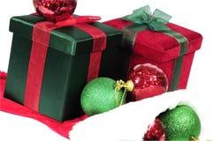 Cadeaux et cloches de Noël image stock