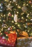 Cadeaux et lumières de Noël image libre de droits