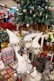 Cadeaux et ornements de Noël Image libre de droits