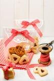 Cadeaux faits main avec des biscuits pour Noël Photo stock