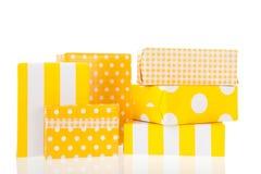 Cadeaux jaunes photo libre de droits