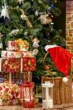 Cadeaux pendant la nouvelle année Images libres de droits