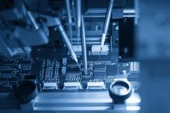 A cadeia de fabricação processo da micro placa de processador imagem de stock
