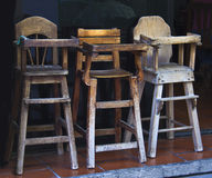 Cadeirões de madeira velhos do bebê no restaurante Fotos de Stock Royalty Free
