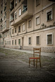 A cadeira abandonada Imagens de Stock
