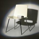 Cadeira branca no projector Imagem de Stock