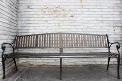 Cadeira com parede branca imagens de stock royalty free