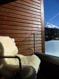 Cadeira com vista à paisagem do inverno Foto de Stock