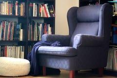 Cadeira confortável do braço imagens de stock