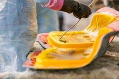 Cadeira da fábrica e fibra de vidro do enfileiramento Foto de Stock Royalty Free