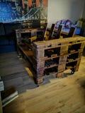 Cadeira da pálete fotografia de stock