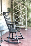 A cadeira de balanço azul velha Fotos de Stock