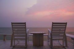 Cadeira de balanço no terraço, nascer do sol imagens de stock royalty free