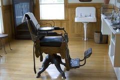 Cadeira de barbeiro imagens de stock royalty free