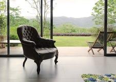 Cadeira de couro na sala Fotografia de Stock