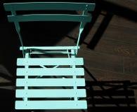 Cadeira de dobradura verde vista de cima no fundo de madeira do assoalho Fotografia de Stock