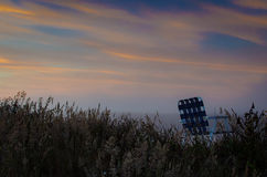 Cadeira de gramado no campo no por do sol Foto de Stock