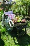 Cadeira de jardim de madeira foto de stock