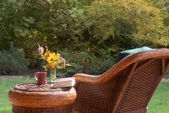 Cadeira de jardim na queda fotos de stock royalty free
