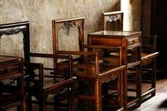 Cadeira de madeira do estilo chinês velha imagens de stock