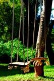 Cadeira de madeira velha do balanço Fotos de Stock Royalty Free