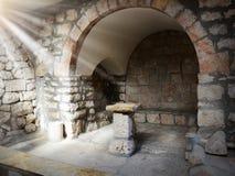 Cadeira de pedra antiga para pregar na igreja Fotos de Stock