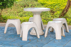 Cadeira de pedra no parque Fotografia de Stock Royalty Free