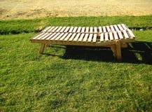 Cadeira de plataforma feita de placas de madeira Fotos de Stock Royalty Free