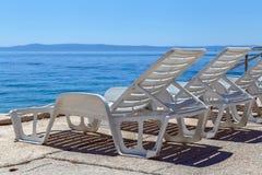 Cadeira de plataforma na praia Fotografia de Stock