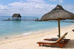 Cadeira de plataforma na praia em Brigghton Foto de Stock