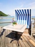 Cadeira de praia encapuçado imagens de stock royalty free