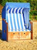 Cadeira de praia encapuçado imagem de stock royalty free