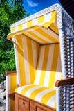 Cadeira de praia encapuçado Fotografia de Stock Royalty Free