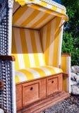 Cadeira de praia encapuçado fotos de stock royalty free