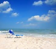 Cadeira de praia na praia NJ de maio do cabo Fotos de Stock Royalty Free