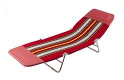 Cadeira de praia ou cadeira de relaxamento isolada no branco imagem de stock royalty free