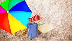 Cadeira de praia, tabela, bagagem e guarda-chuva colorido multy Fotografia de Stock Royalty Free
