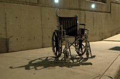 Cadeira de roda abandonada Fotografia de Stock