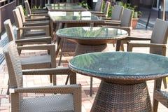 Cadeira de vime e tabela Imagem de Stock Royalty Free