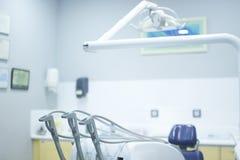 Cadeira dental dos dentistas imagens de stock royalty free