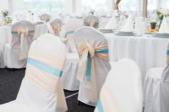 Cadeira do casamento com fita Fotografia de Stock Royalty Free